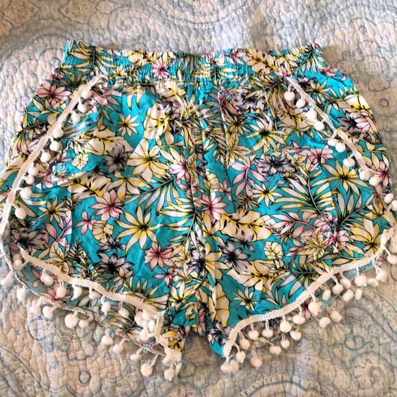blue island Pants - Floral Shorts